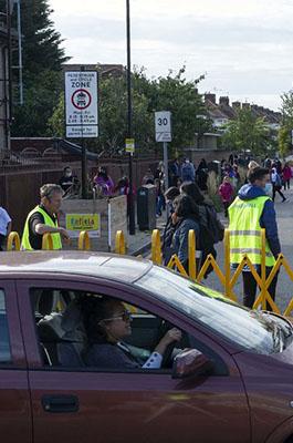 Como la revuelta escolar de Londres ha conseguido que casi 500 escuelas prohíban llegar en coche